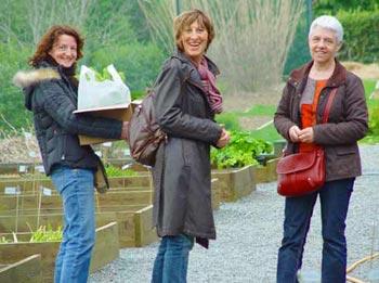 Trois jardinières au Jardin du Morvan